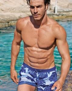 Modelo masculino Catálogo Calzedonia verano 2105